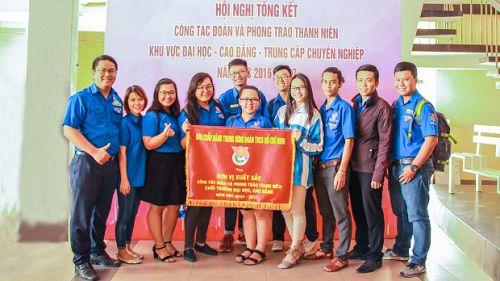 Đoàn trường HUTECH được TW Đoàn TNCS Hồ Chí Minh tặng cờ thi đua vì thành tích xuất sắc 3 năm liền