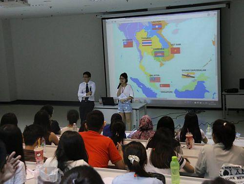 """Sinh viên VIỆN ĐÀO TẠO QUỐC TẾ HUTECH khám phá Hành trình """"Asean Youth Camp"""" 2015 tại Thái Lan"""