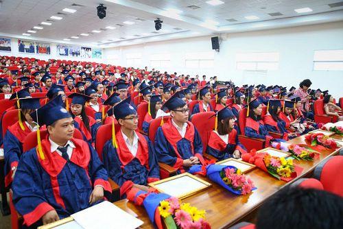 Rộn ràng Lễ tốt nghiệp của 249 Tân cử nhân, kỹ sư thực hành Khóa 2014