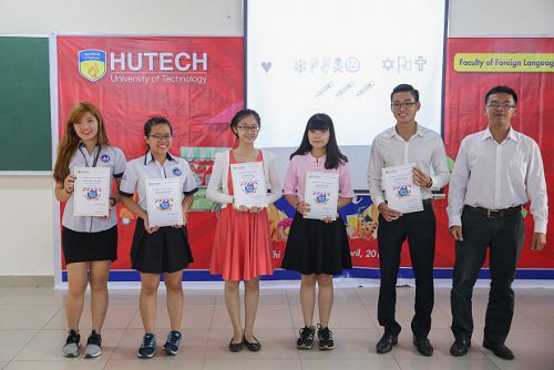 "06 Universities' participation in the Semifinal of ""STREET FOOD"" English Eloquence Contest held by H"