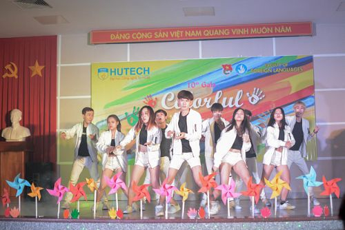 HUTECH'S ENGLISH-MAJORED STUDENTS FREAKING OUT AT 'COLORFUL LOVE' GALA NIGHT FINAL
