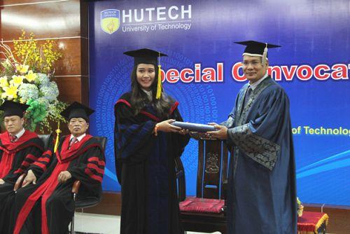 Trang trọng Lễ trao bằng Cử nhân, Thạc sĩ Quản trị kinh doanh Đại học Mở Malaysia